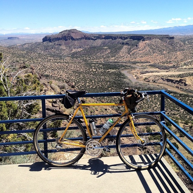 Lunch overlooking the Rio and Black Mesa #oceanaircycles #rambler #riogrande #newmexico #blackmesa
