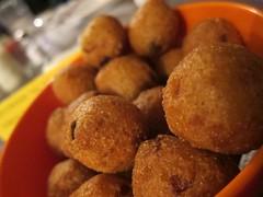 kibbeh(0.0), produce(0.0), dessert(0.0), beignet(0.0), croquette(1.0), fried food(1.0), buã±uelo(1.0), vegetarian food(1.0), arancini(1.0), rissole(1.0), food(1.0), dish(1.0), cuisine(1.0), snack food(1.0), fast food(1.0),