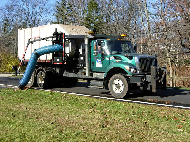 Leaf Vacuum Truck http://www.flickr.com/photos/40126553@N03/5226282595/