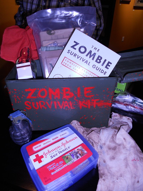 Homemade survival first aid kit 8162