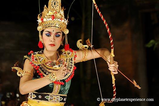 Bali experience : Legong dancer