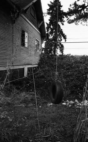 tireswing abandonedhouse nochildren fujineopan1600 viewonblack leicasummilux35mmf14 kodakhc110h derelictyard leicamp085x 6770gloverrdlangley