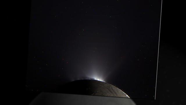 Enceladus jets out crack N00165274 bl N00165273 red N00165275 grn