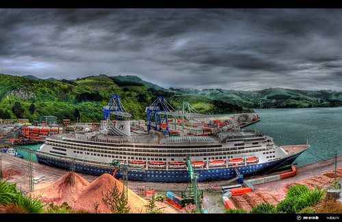 new cruise sea sky white black color colour dan water beautiful port photoshop landscape lumix scenery ship crane web clarity tint silo panasonic container clear zealand nz dunedin nik fz hdr chalmers topaz adjust goodwin cs4 photomatix colorefex efex silverefex fz38 fz35 pommedan