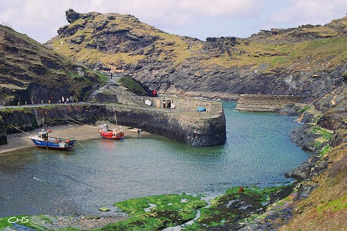 The entrance to Boscastle Harbour by Stocker Images