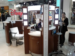 Mall teeth whitening booth
