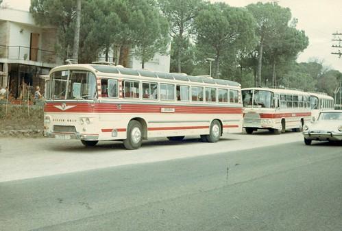 Autocar 6030 Monotral carrossat per JORSA i autocar SAVA carrossat per ZANE al parador de Caldes de la N-II