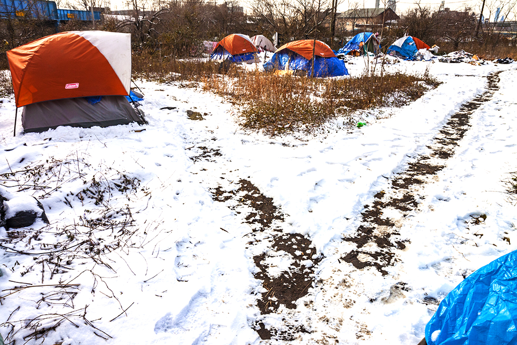 Tent-city-by-freeway--Camden-2