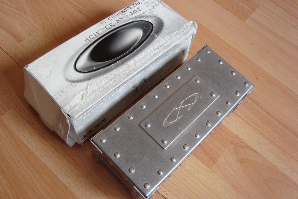 oakley x metal case
