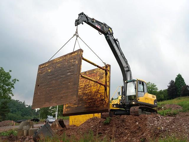 Volvo EC160C Excavator Lifting   Flickr - Photo Sharing!