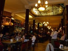meal(0.0), cafã©(0.0), bar(0.0), restaurant(1.0), tavern(1.0),