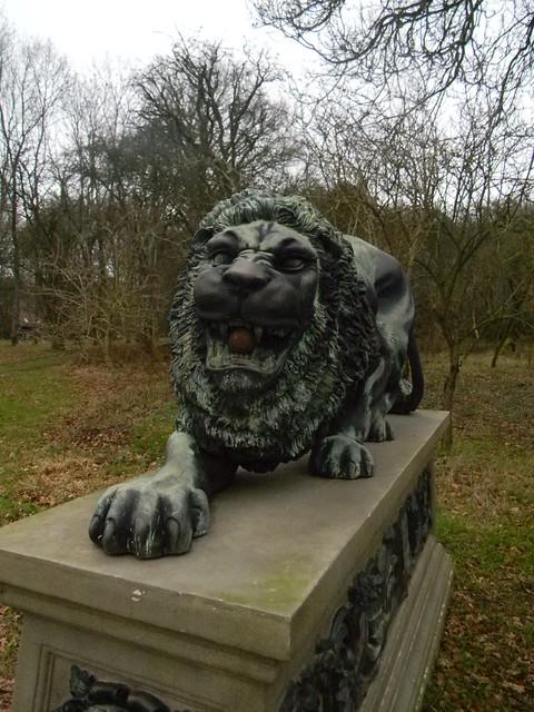 Snarling lion, nr Dogmersfield Park