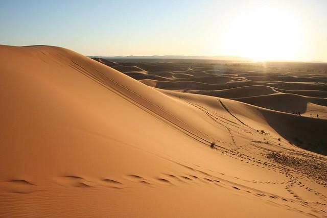 Das dunas de Erg Chebbi no deserto de Marrocos