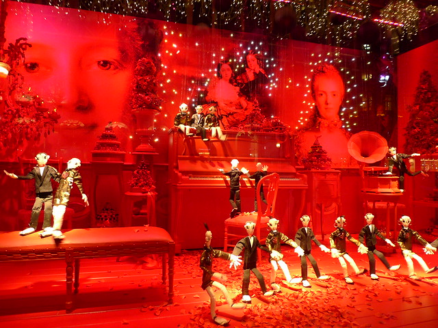 Vitrines de no l anim es lanvin du printemps paris novembre 2010 flickr photo sharing - Vitrine de noel paris ...