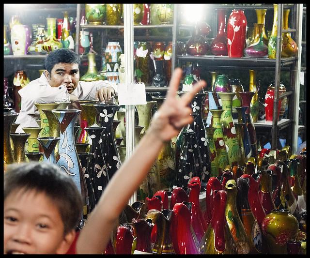 Boutique avec garçon inopiné / Shop with unexpected boy