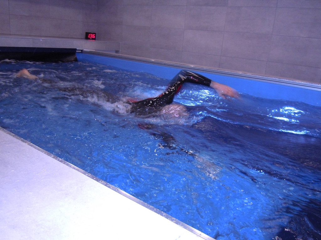 Speedo Elite endless swimming pool | www.royles.biz Introduc ...