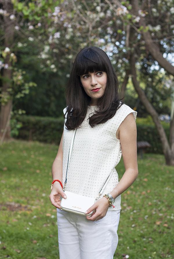 אפונה בלוג אופנה, בלוג אופנה ישראלי, חולצה לבנה, תיק לבן, fashionpea, mango touch bag