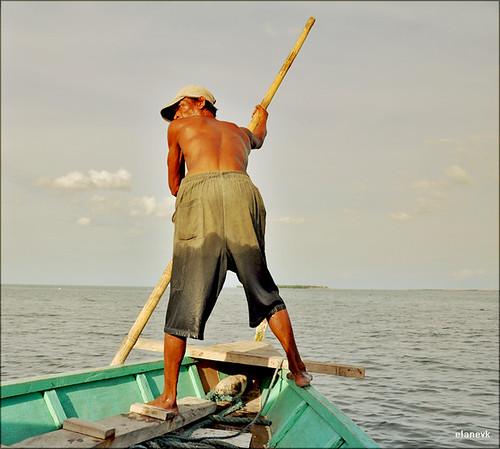 sea port boat southeastasia philippines filipino oldtown boatman visayas banca banka pinoys negrosoccidental sagay sakayan baroto vacation2010
