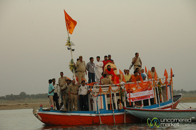 Evening Boat Ride Along the Ganges River - Varanasi, India