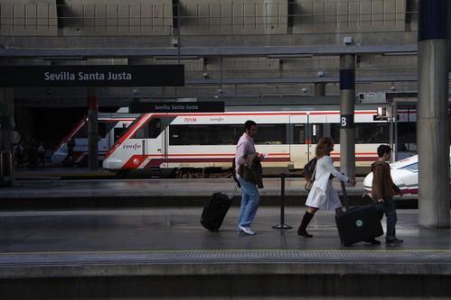 trenes de cercancías en la estacion de tren sevilla santa justa