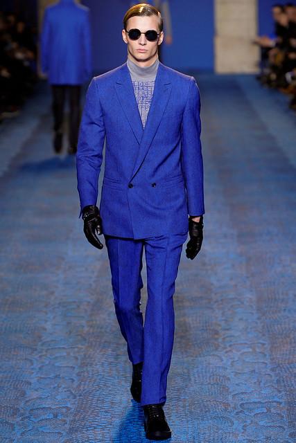 FW11_Milan_Versace025_Linus Gustin(VOGUEcom)