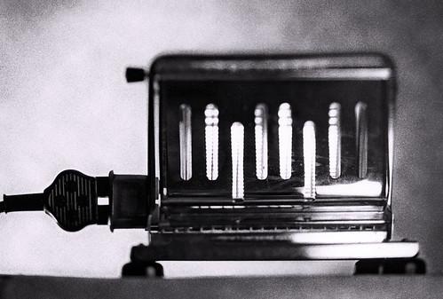 blackandwhite bw monochrome electric suomi finland toaster thing object 4x5 manual artifact oldies tinted largeformat viewcamera onfilm skrubu pni fffs fromtheshoebox pekkanikrus artdigitalplantaresinternae