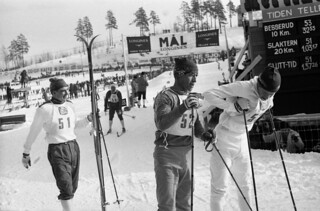 Eero Maentyranta (51) og Franco Nones (52) etter målpassering VM på ski i Oslo 1966