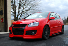 automobile, automotive exterior, wheel, vehicle, automotive design, rim, volkswagen r32, volkswagen gti, volkswagen golf mk5, city car, compact car, bumper, land vehicle, hatchback,