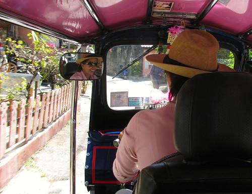 La conductora del tuk tuk