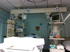 hospital(1.0), room(1.0), interior design(1.0), operating theater(1.0),