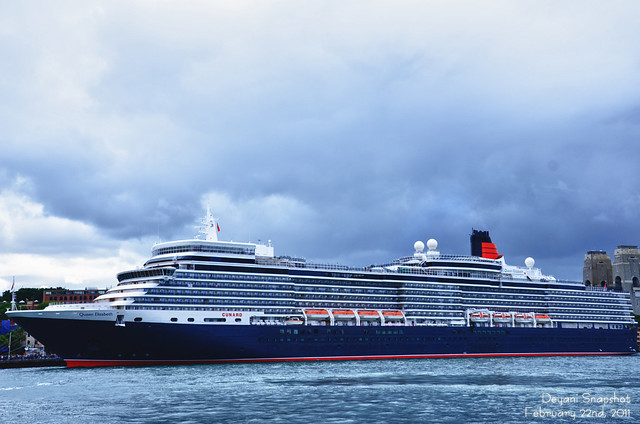 Queen Elizabeth Cruise Ship - Circular Quay | Cloudy Day At U2026 | Flickr - Photo Sharing!