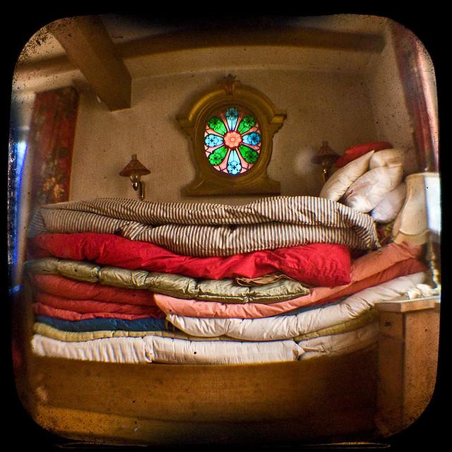 Das Bett der Prinzessin auf der Erbse / ell llit de la princesa i el ...