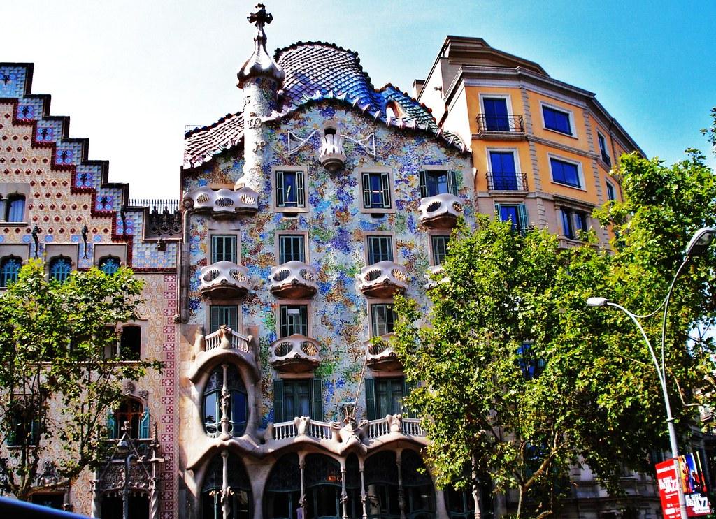 The iconic casa batllo by antoni gaudi twistedsifter - Casa vives gaudi ...