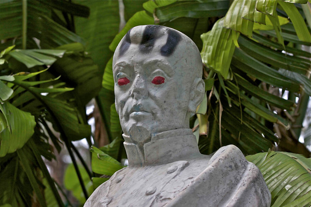 Vandalismo en las estatuas del jard n de los viveros de va for Viveros en segovia