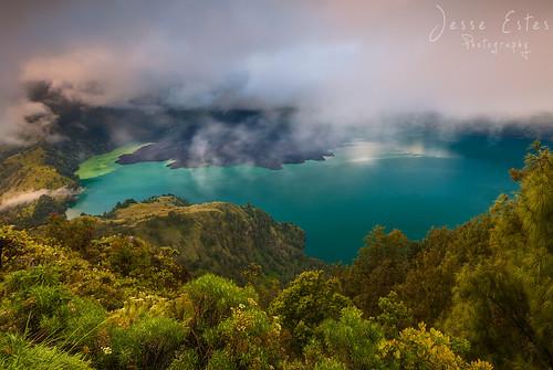 sunrise trekking volcano rainforest leeches mountrinjani westnusatenggara lombokindonesia