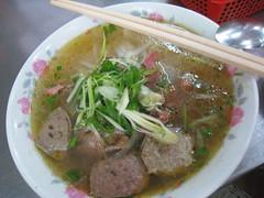 noodle(1.0), meal(1.0), bãºn bã² huế(1.0), noodle soup(1.0), kuy teav(1.0), meat(1.0), pho(1.0), food(1.0), dish(1.0), soup(1.0), cuisine(1.0),