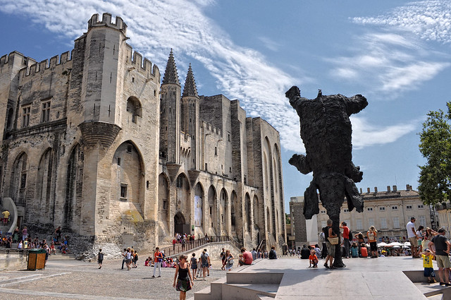 Fotografia do centro de Avignon na França