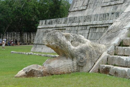 """Boca de la serpiente de Kukulkán, cayendo de """"El Castillo"""" [object object] - 5462092563 ae222c071d - Chichén Itzá, el gran vestigio de la civilización Maya"""