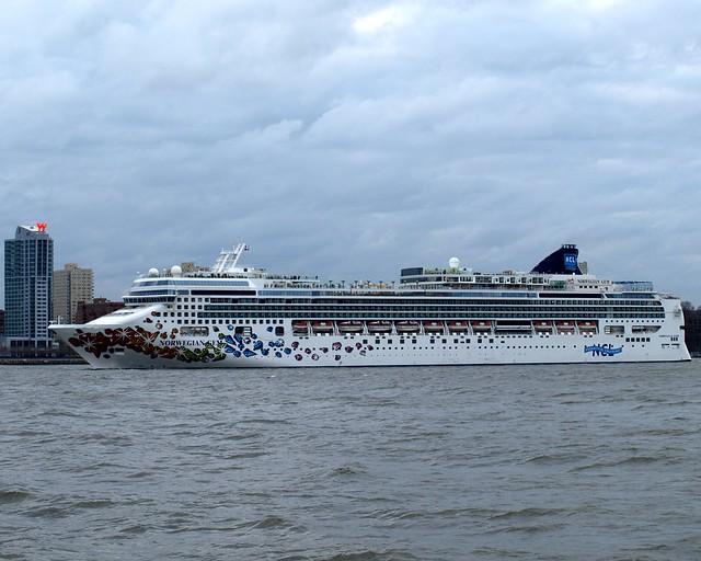 NORWEGIAN GEM Cruise Ship Hudson River New York City