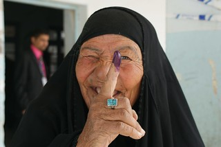 Iraqi woman votes