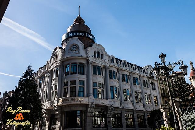 Edificio del banco herrero en la calle fruela de oviedo for Oficinas banco sabadell oviedo