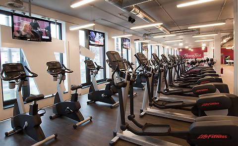 neuer ffnung fitness first platinum club d sseldorf. Black Bedroom Furniture Sets. Home Design Ideas