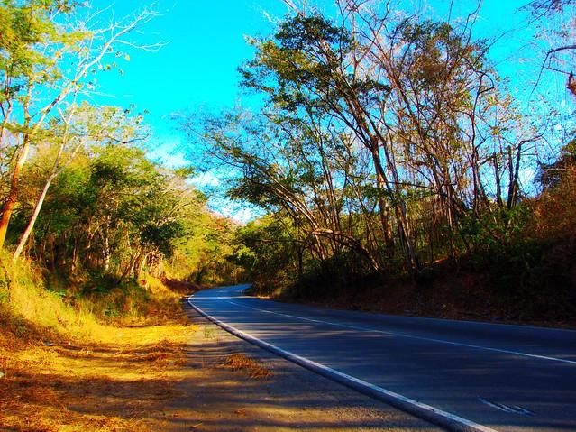 Carretera por Cristóbal Alvarado Minic, en Flickr