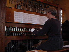 carillon(0.0), computer component(0.0), string instrument(0.0), electronic device(0.0), pianist(0.0), piano(0.0), keyboard(0.0), string instrument(0.0), musician(1.0), musical instrument(1.0), organist(1.0), organ(1.0),