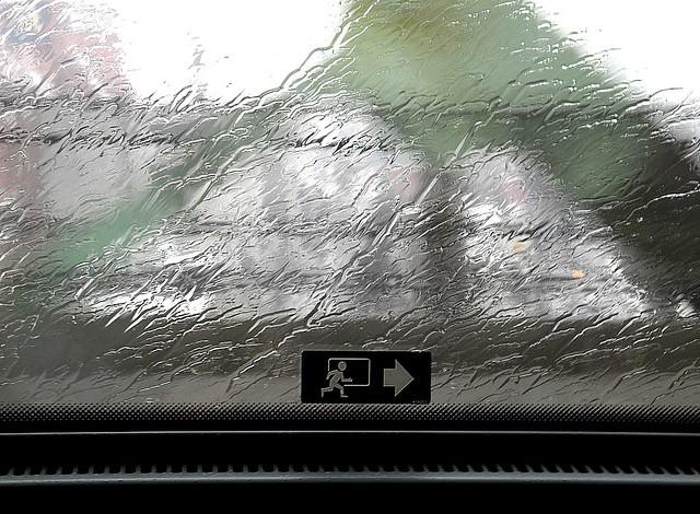 La pluie gèle sur les vitres de l'Orléans Express