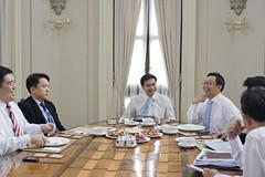 ประชุมงานกับนายกรัฐมนตรีและคณะ