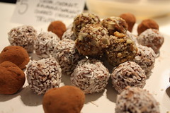 meal(0.0), breakfast(0.0), baking(0.0), chocolate balls(0.0), mushroom(0.0), produce(0.0), edible mushroom(0.0), chocolate truffle(1.0), chokladboll(1.0), rum ball(1.0), food(1.0), dessert(1.0), snack food(1.0), praline(1.0),