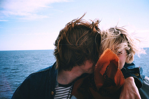 LE LOVE BLOG LOVE STORY LOVE ADVICE LOVE QUOTE YOURE LOOKING PARTICULARLY GOOD TODAY SWEET WORDS COUPLE KISSING OCEAN SEA BOAT tumblr_leq0mdQ5gb1qezqdoo1_500_large by gabriielaserra, on Flickr