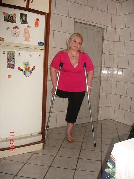 Sak Amputee Women On Crutches Images-6963