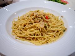 spaghetti alla puttanesca(0.0), bucatini(0.0), spaghetti(0.0), produce(0.0), carbonara(0.0), vegetarian food(1.0), pasta(1.0), spaghetti aglio e olio(1.0), linguine(1.0), naporitan(1.0), fettuccine(1.0), pici(1.0), food(1.0), dish(1.0), capellini(1.0), bigoli(1.0), cuisine(1.0),